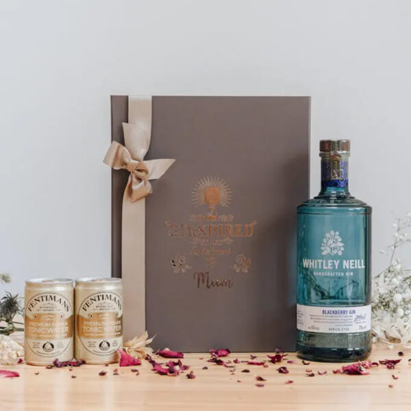 Whitley Neill Blackberry Personalised Gift Box with Tonics - 70cl 43% ABV
